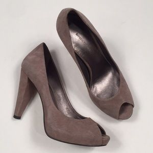 Banana Republic tan suede leather heels size 6.5